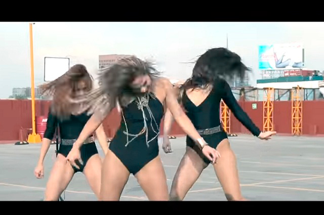 Policías de Perú bailan el