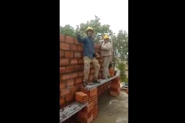 El baile del albañil, el video de un trabajador con ritmo se vuelve viral
