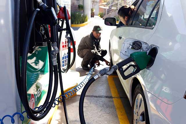 Universidades rechazaron colaborar en amparo contra gasolinazo: El Barzón