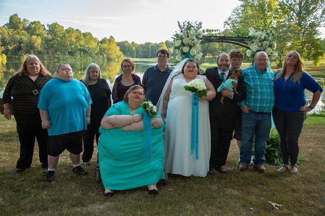 Hermanas Slaton juntas pesaban 450 kilos y luchan por disminuir de peso
