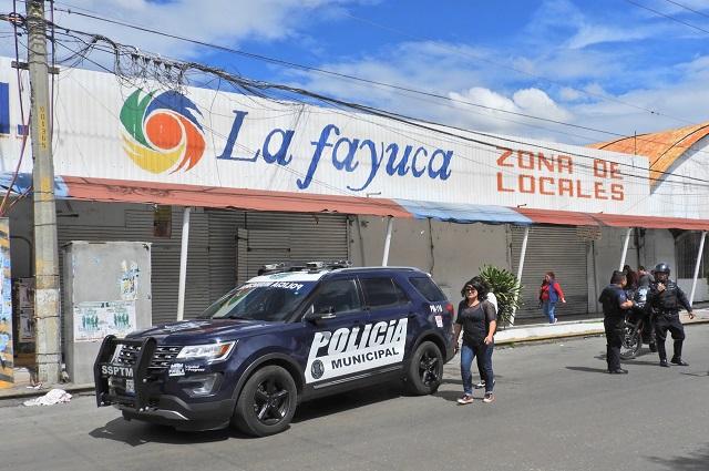 Desalojan a comerciante que insultó a niña en La Fayuca