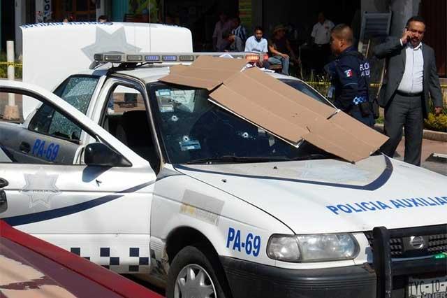 Comando rafaguea a policías y mata a tres en Huauchinango