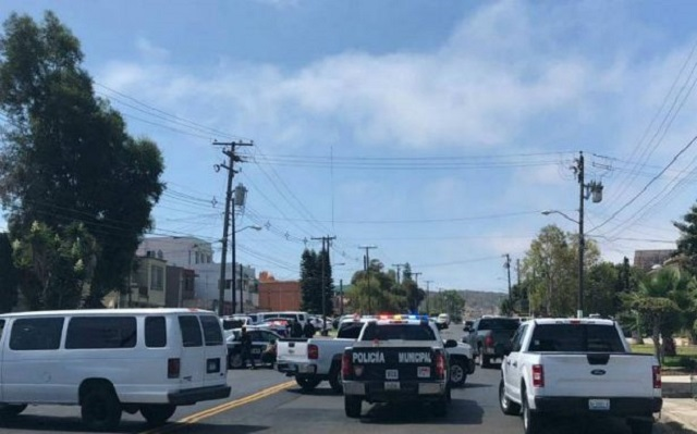 Sujeto se atrinchera con rehenes y desata balacera en Tijuana