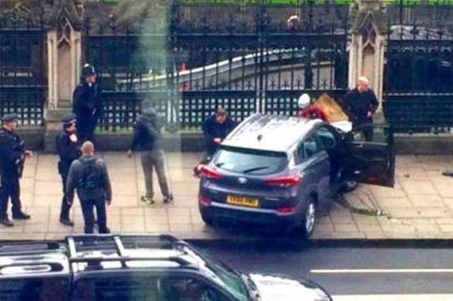 Policía de Londres balea a un sujeto frente al Parlamento Británico