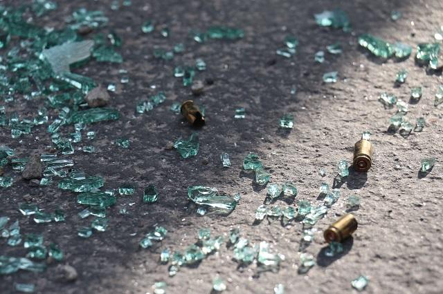 Comando ejecuta a pareja afuera de tienda en Yehualtepec