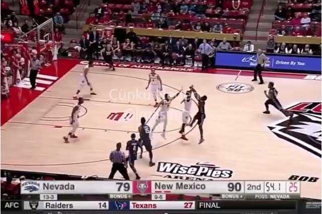 Una locura: Equipo de basquetbol anota seis triples en un minuto