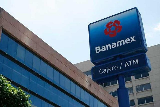 Roban 16 mil pesos en asalto a Banamex de Plaza Dorada