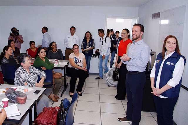 Banck se reúne con mujeres del Diplomado Emprende tu Mejor Versión