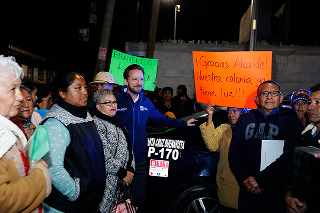 Banck entrega calle pavimentada y patrulla en Santa Cruz Buenavista