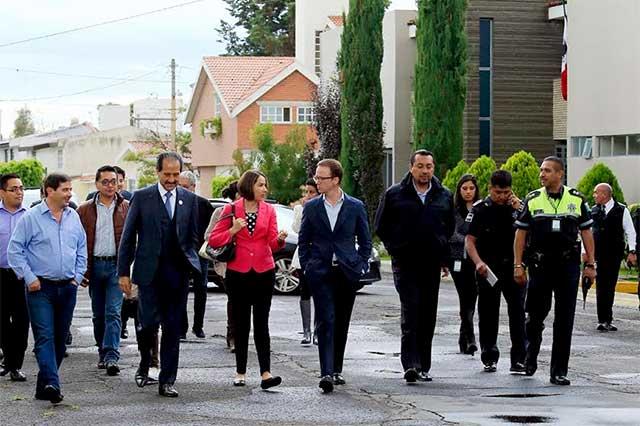 Sostiene Banck reunión con vecinos de Arboledas de San Ignacio