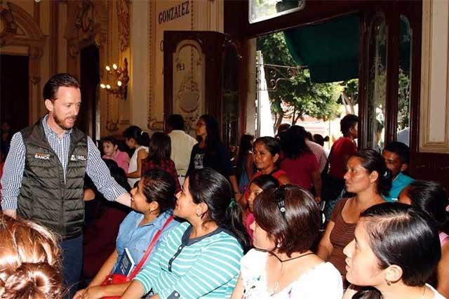 Recibe Luis Banck a visitantes de Z Mena, Zacatlán y Chignahuapan