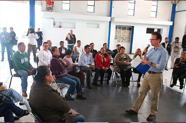 Recorre Luis Banck la junta de San Felipe Hueyotlipan
