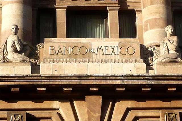 Prevén analistas que Banxico aumentará en 100 puntos las tasas de interés