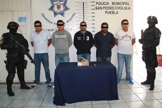 Aseguran a banda cuando asaltaba tienda en San Pedro Cholula