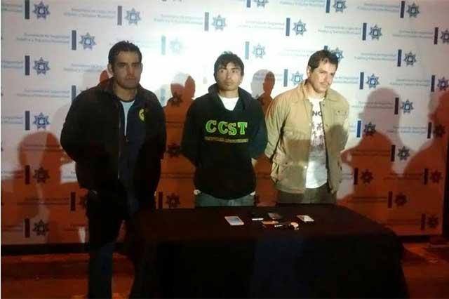 Policías municipales atrapan a 3 asaltantes de transporte público