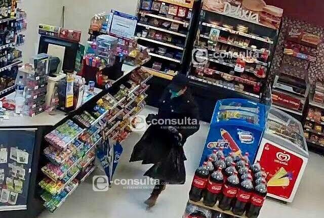 Lidera mujer a asaltantes de tiendas en Puebla y Cuautlancingo