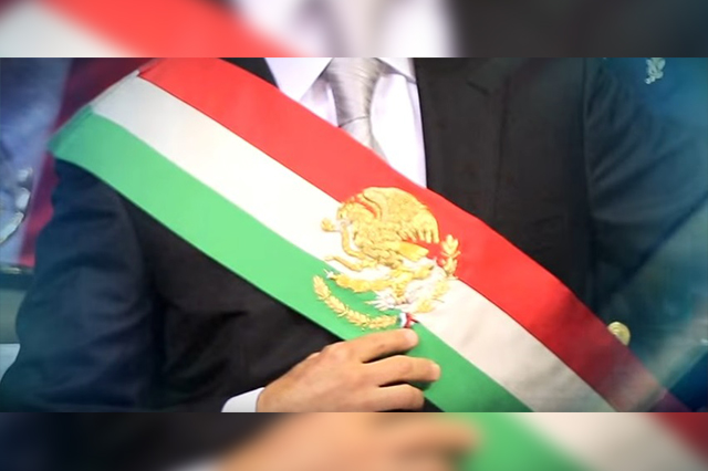 Senado aprueba cambiar el orden de los colores de la banda presidencial