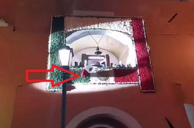 Video: Se le cae Bandera de México a alcalde en grito