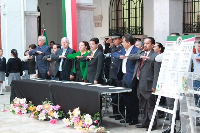 Edil de Teziutlán recibe el mes patrio con bando solemne