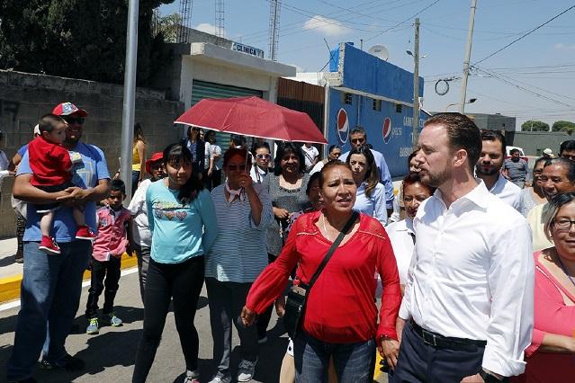 Banck entregó a familias de la colonia El Valle, vialidad pavimentada