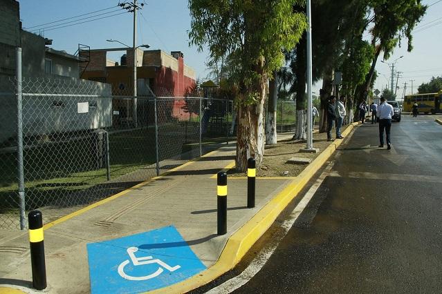 Supervisan Banck y vecinos vialidad principal de El Fresno