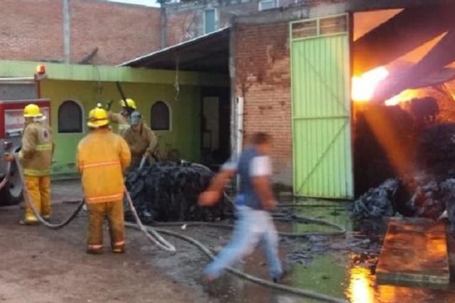 Arden desechos en baños públicos de la Romero Vargas