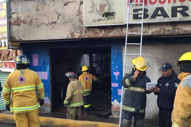 Con bombas molotov prenden bar Pinochos de la Joaquín Colombres