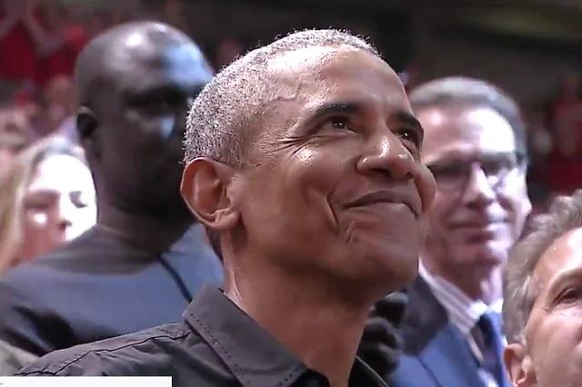 Barack Obama va a la final de la NBA y así lo ovacionaron