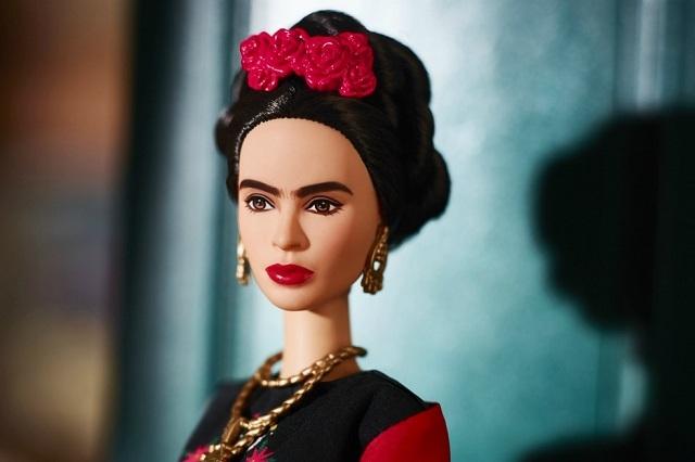 Mattel rinde homenaje a Frida Kahlo y Lorena Ochoa con Barbie especial