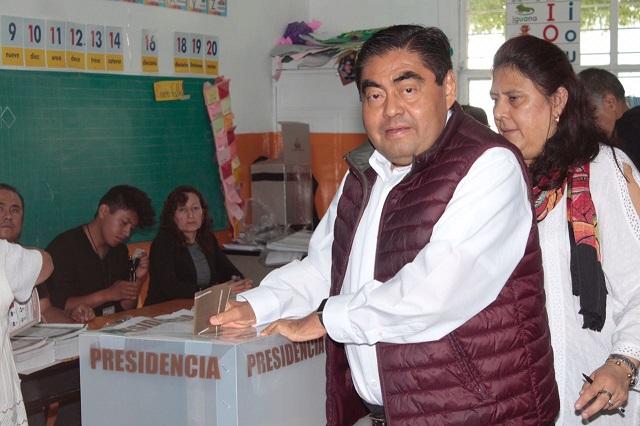 Calma en apertura de casillas, reporta Barbosa al emitir su voto