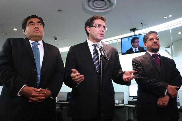 Renuncian senadores del PRD al fuero constitucional