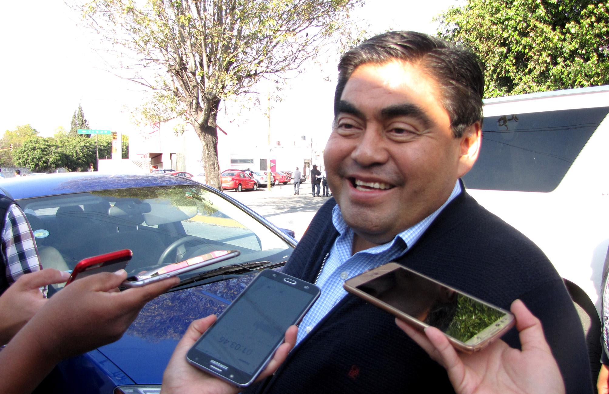 Cárdenas es un político chiquito y de derecha, sostiene Barbosa