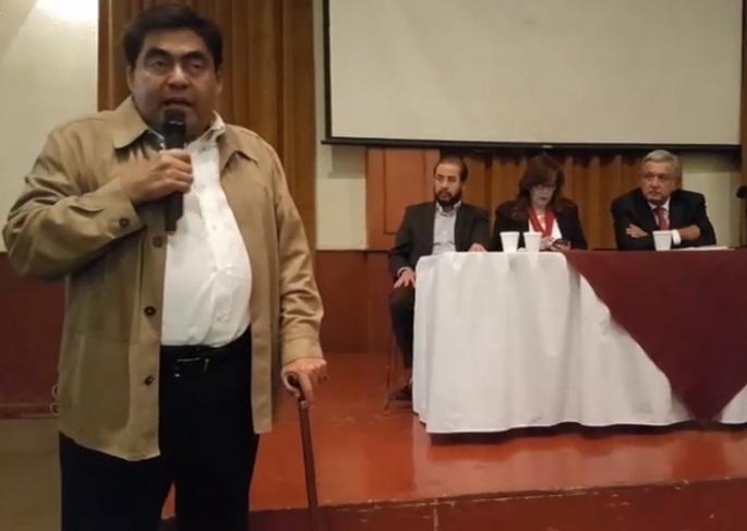 El gobernador electo de Puebla es Miguel Barbosa, indica AMLO