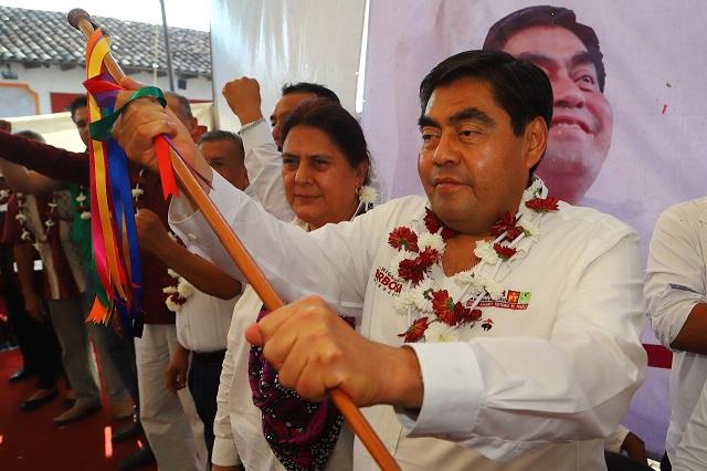 Ofrece Barbosa universidad en Cuetzalan y contratar a egresados