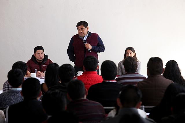 Sostiene Miguel Barbosa reunión con jóvenes de Puebla