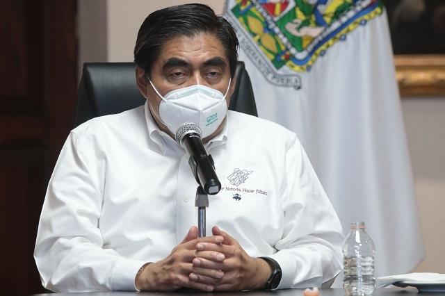 Barbosa acusa al PAN de usar electoralmente vacunas de Covid