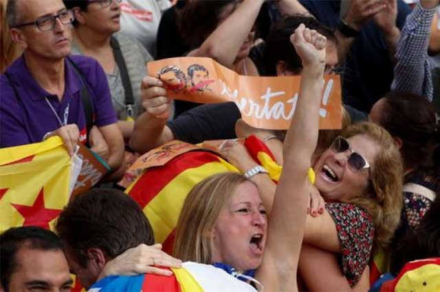 El Parlamento de Cataluña aprobó la independencia