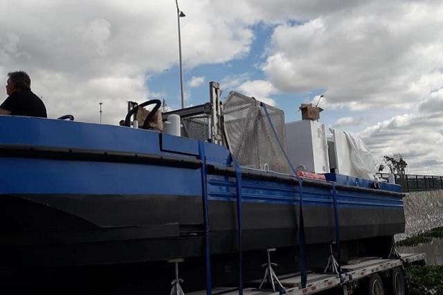 Llegan barcos para iniciar la limpieza del lago de Valsequillo