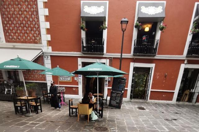 Bares de Puebla operan al límite del aforo permitido