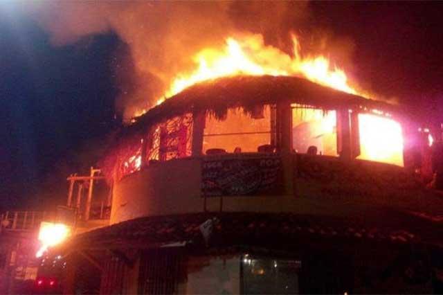 Arden 8 bares de la zona turística de Ixtapa, Zihuatanejo