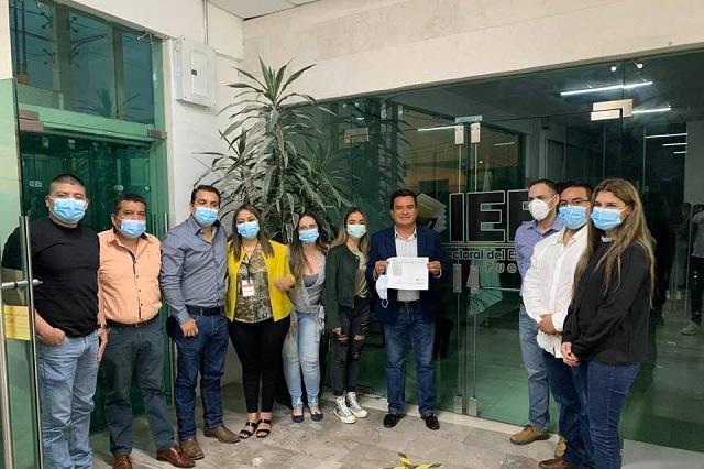 Carlos Barragán deja al PRI y por 3a vez va por alcaldía de Xicotepec