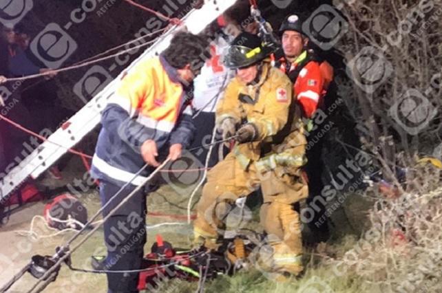 Rescatan a cinco que cayeron en barraca de Caleras