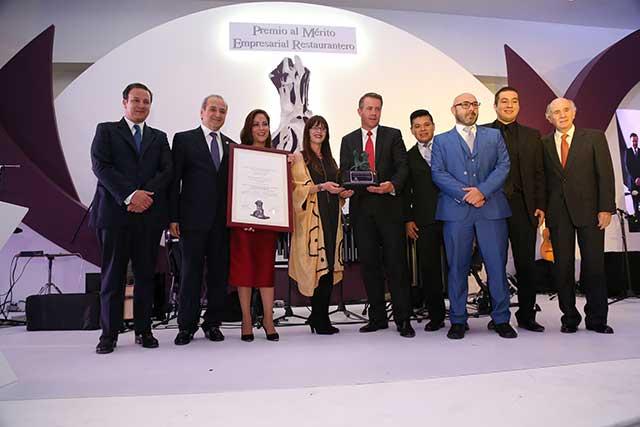 Barroco Restaurante recibe premio al mérito empresarial restaurantero