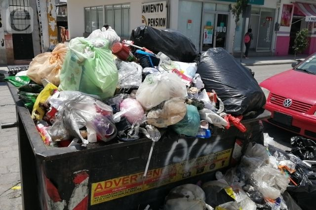 Colapsa basura en Tehuacán por toma del relleno