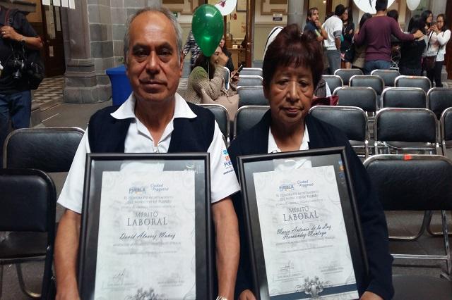 Iban jubilarse pero ya llevan 20 años más de trabajo en El Batán