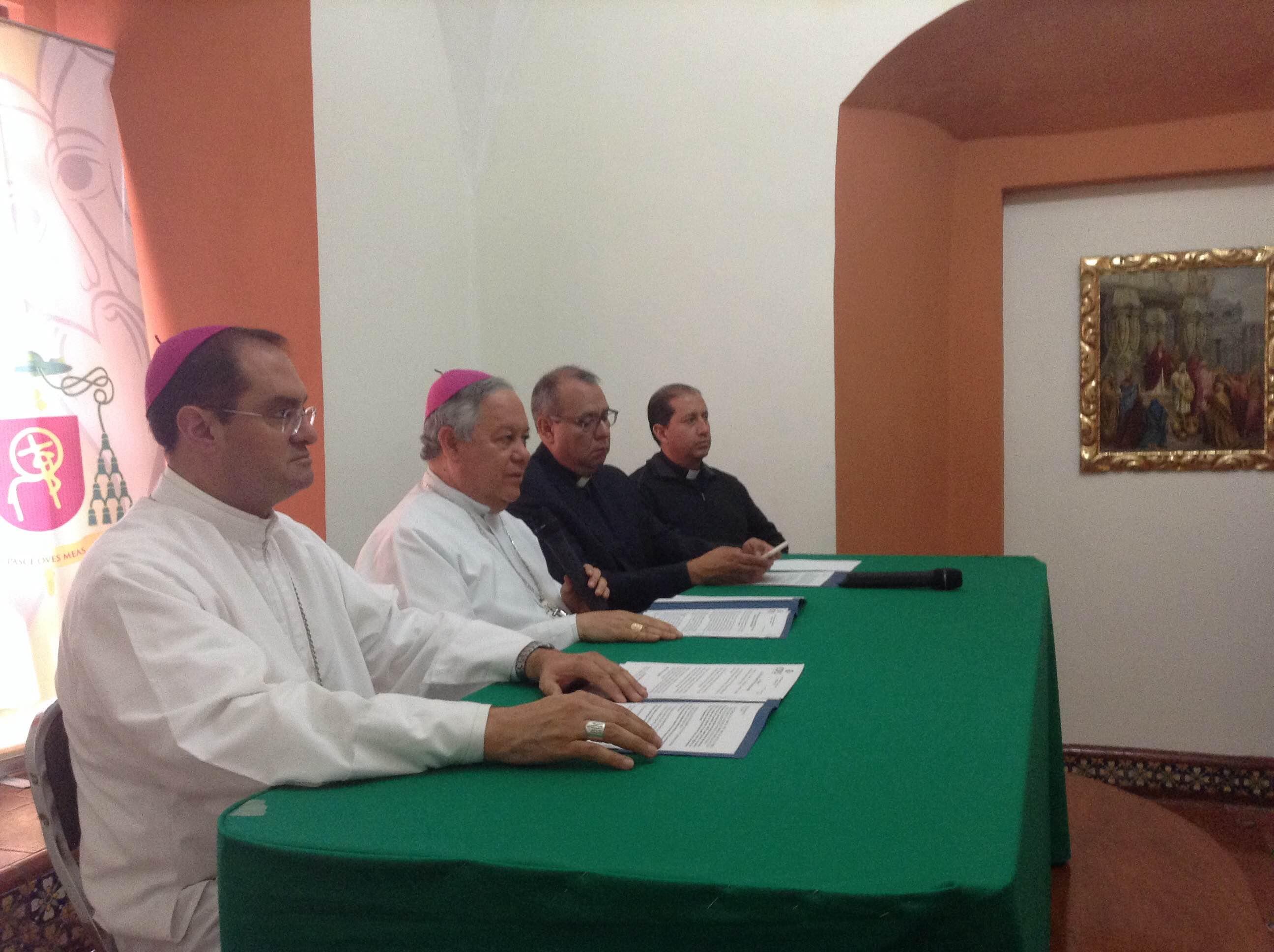 Hijos de matrimonios igualitarios pueden ser bautizados: arzobispo