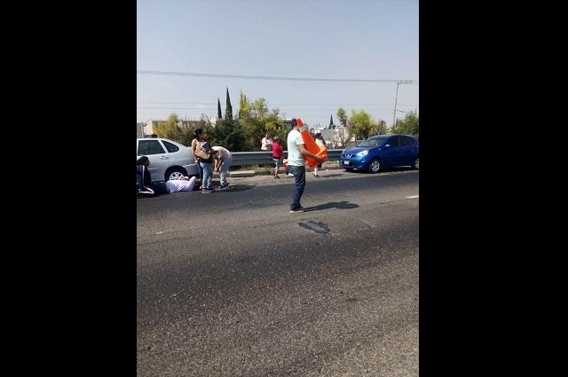 Choque por alcance deja hombre prensado en la Puebla-Orizaba