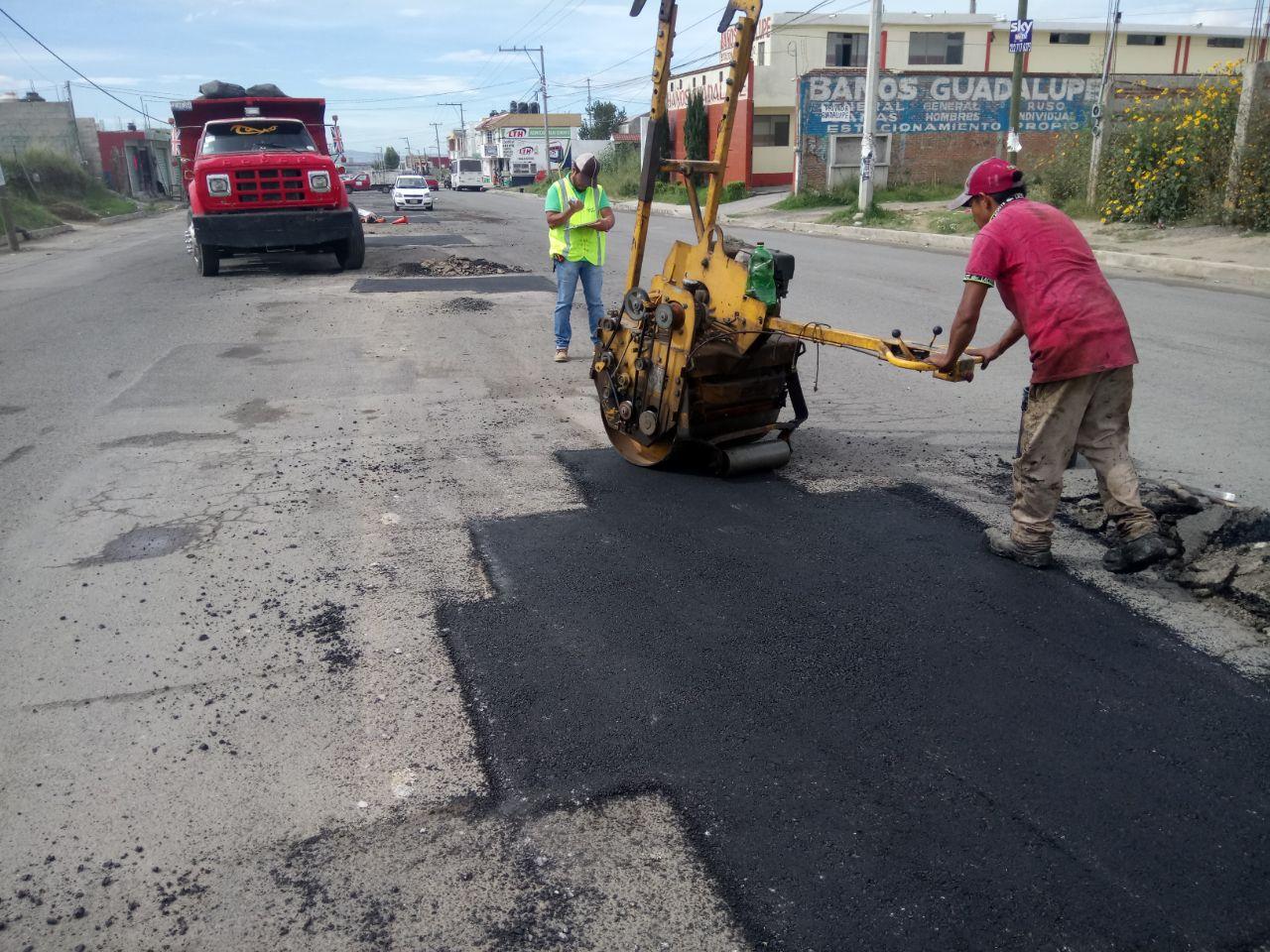 Con técnicas en frío y caliente Bachetón 3.0 repara calles