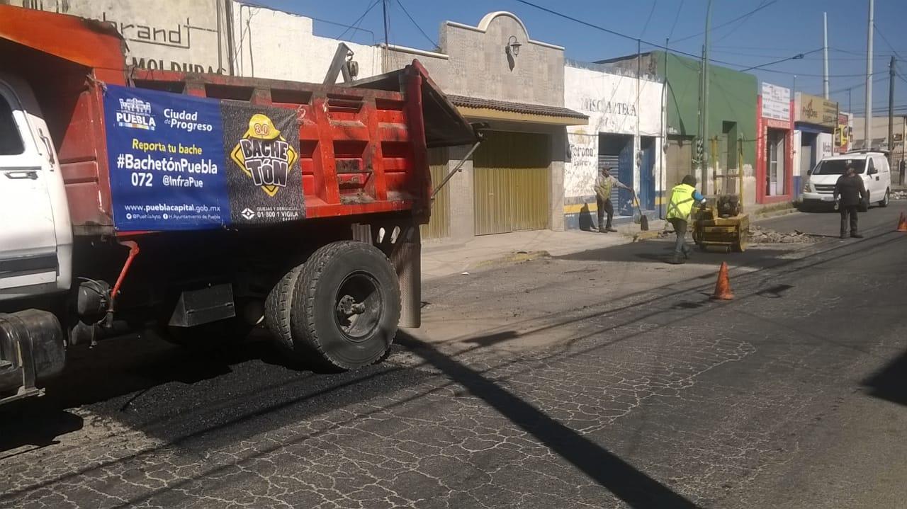 Ayuntamiento de Puebla mejora  movilidad con programa de bacheo
