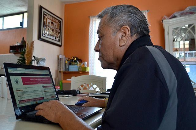 Adultos de más de 20 años cursan bachillerato en línea en 48 meses